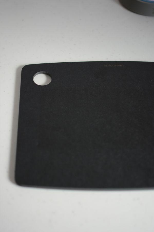エピキュリアン カッティングボード ブラック Mサイズ