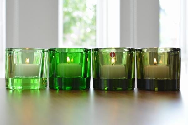 イッタラ kivi フォレストグリーンにキャンドルを灯してみます。