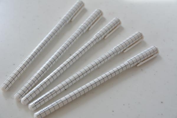 グリット柄ボールペン