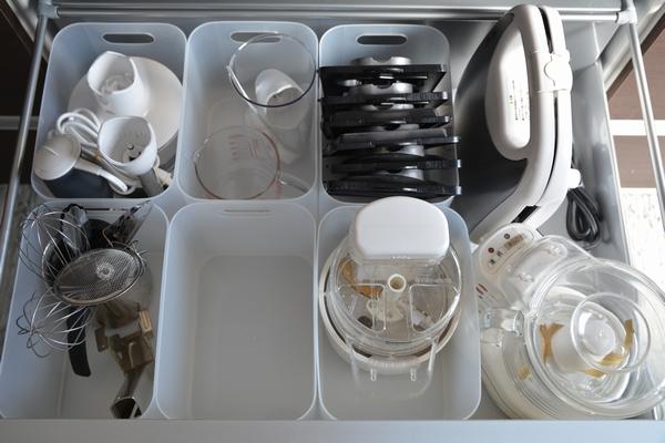 ニトリすべり止めシート&ダイソー積み重ねボックスでキッチン収納見直し