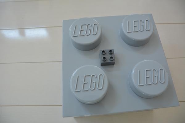 レゴストレージブリック グレーと小さいレゴ