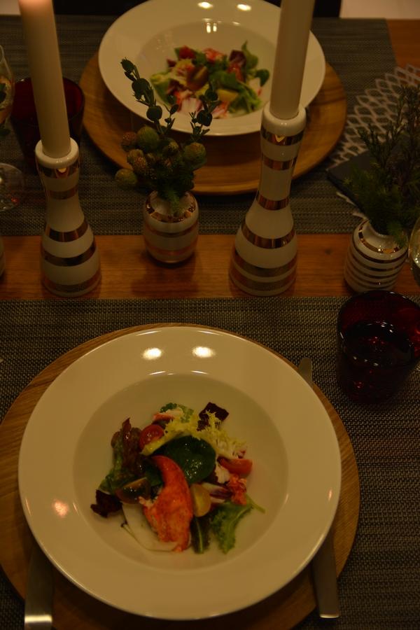 サラダとキャンドルホルダー