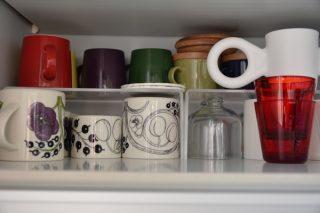 無印良品アクリル仕切棚を使って食器棚の収納を見直し